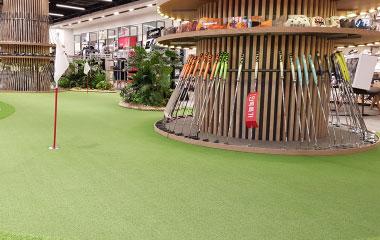 668m2(202평) 규모의 골프 용품 전문 매장
